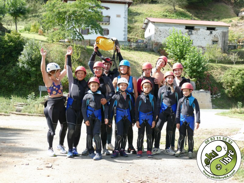 www.ekilibre64.com canyoning escalade rafting pays-basque virginie faure canyoning 2019 jean valcarlos (1)